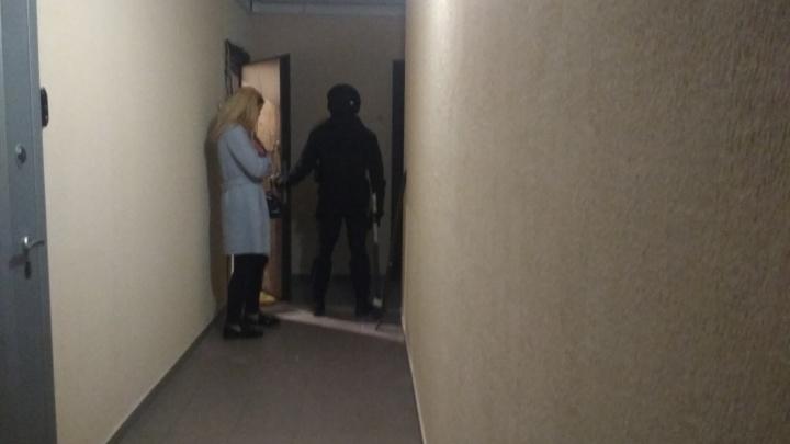 Оппозиционера Сергея Бойко после обыска в квартире увезли в сопровождении силовиков