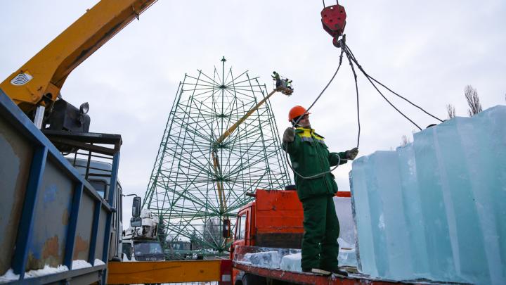 Снеговики, ледяной Ленин и мышиное царство: как Уфа готовится к новогодним праздникам