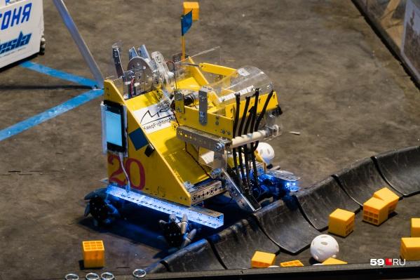 Робот управляется с помощью смартфона