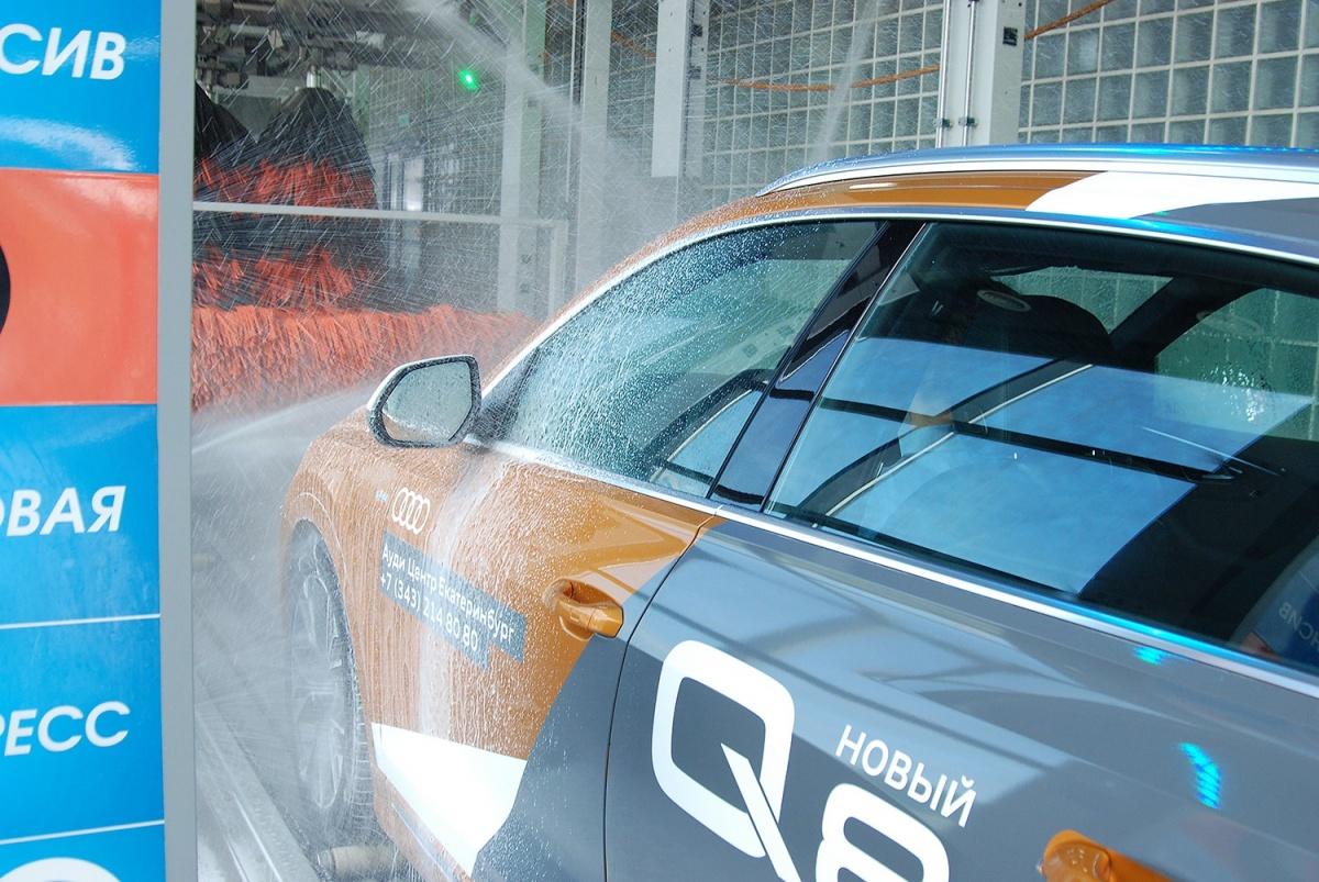 Нанесение активной пены на кузов автомобиля — используется только качественная немецкая химия