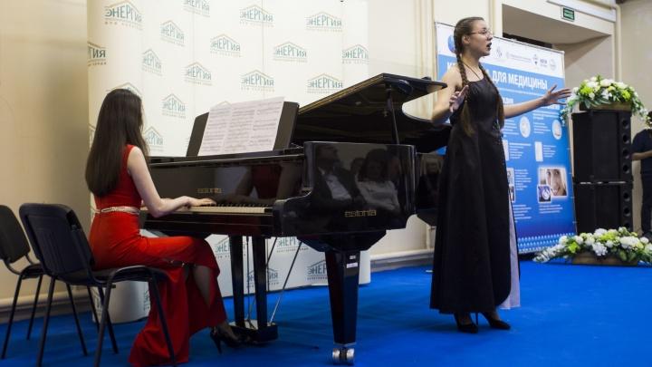 Опера для работяг: певица с мировым именем спела на оборонном заводе Новосибирска