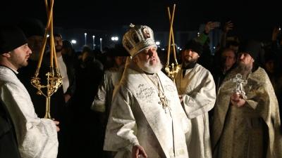 Скандальный епископ возглавил крестный ход возле храма на Смолино. Челябинск отмечает Крещение