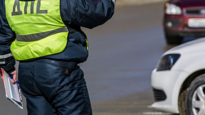 Мотоциклист врезался в иномарку на Кирова — на месте работают сотрудники полиции