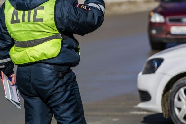 В Октябрьском районе Новосибирска столкнулись иномарка и мотоцикл<br>