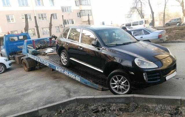 У жителя Башкирии за долги забрали Porsche Cayenne