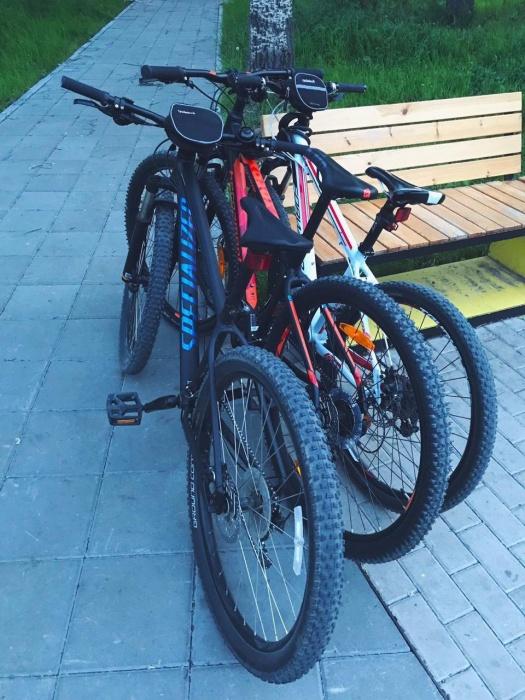 Черный велосипед, по словам мужчины, стоил около 50 тысяч рублей.А оранжевый — около 36 тысяч