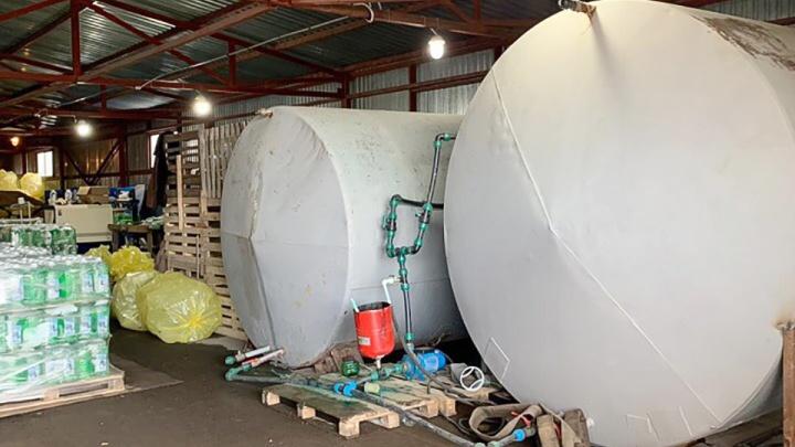 Опасное производство: на Дону накрыли подпольный цех, в котором делали незамерзайку