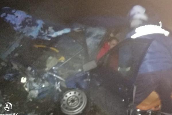 36-летний мужчина на ВАЗе не справился с управлением, выехал на встречную полосу и врезался в «Тойоту»