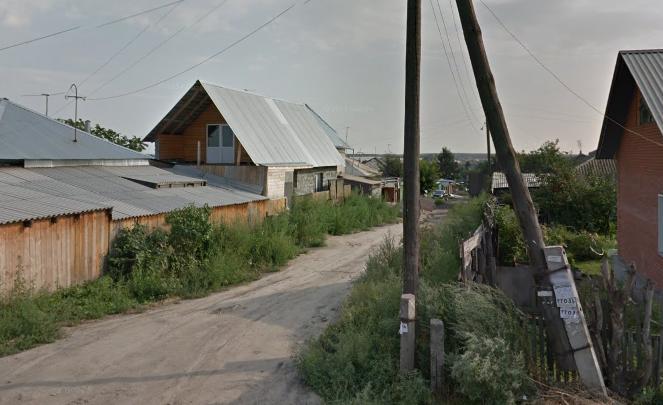 Двух рабочих засыпало в траншее в Советском районе