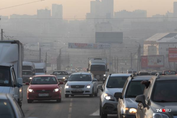Экологи считают, что, если убрать с дорог чадящие машины, воздух в Челябинске станет чище на шесть процентов