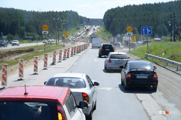 Основательно ремонтировать Челябинский тракт начали только в последнюю пятилетку. До этого дорога, построенная еще при СССР, 30 лет не видела капремонта
