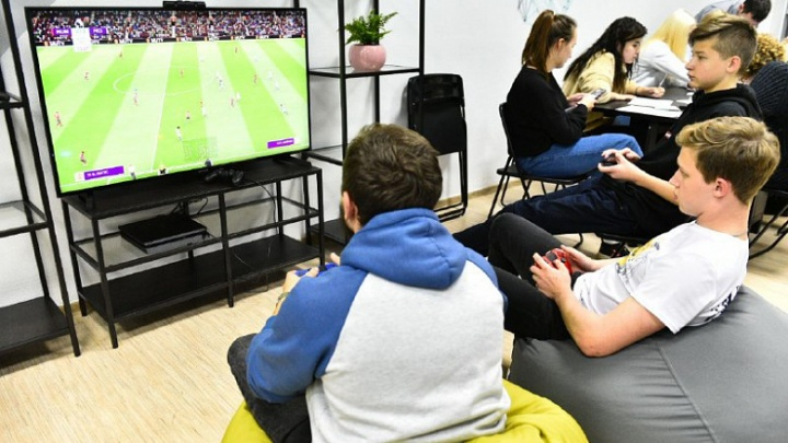 В Ярославле открыли место, где подростки могут бесплатно поиграть в кикер и выучить китайский язык
