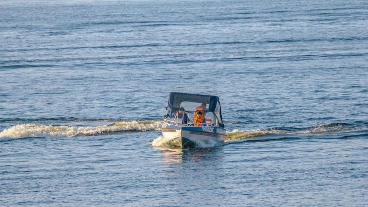 На волоске от гибели: в Самаре на Волге перевернулась лодка с рыбаком