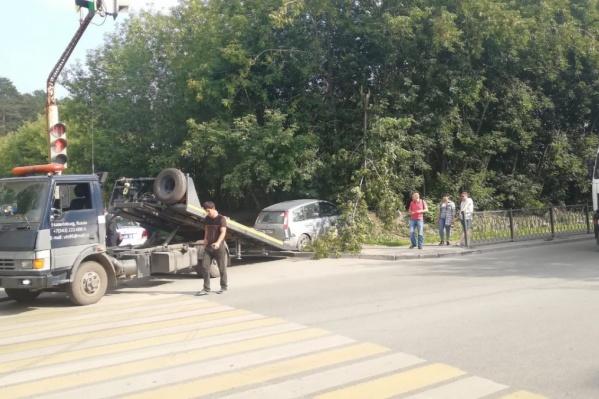 Ford, который его сбил, эвакуировали с места аварии