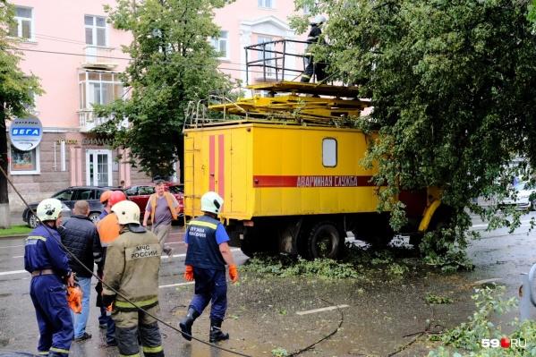 Аварийные службы работают в усиленном режиме