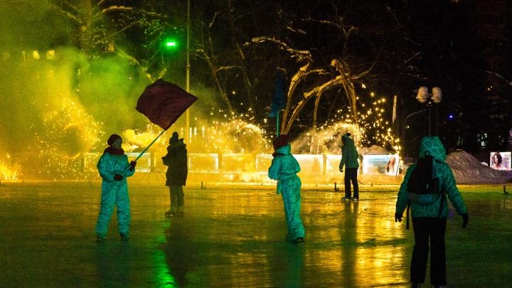 С подсветкой и бесплатным входом: в Центральном парке открыли главный городской каток