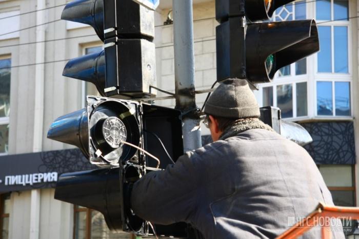 К неработающему светофору уже выехали механики