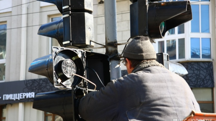 Пробка во все стороны: на Винаповском мосту погасли светофоры