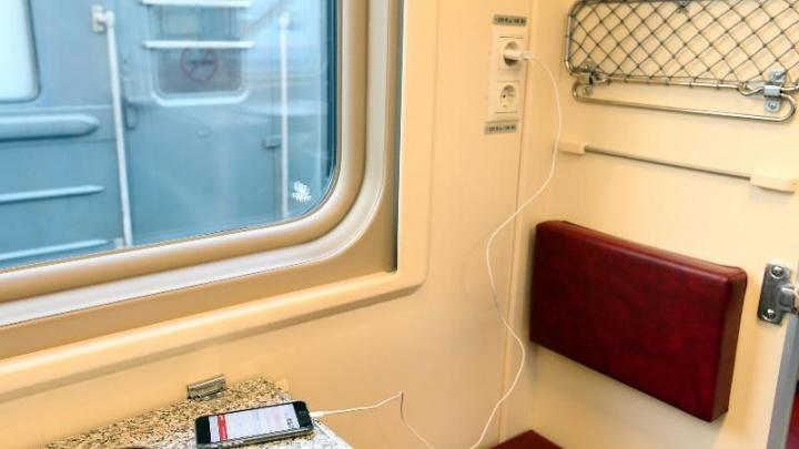 Новые плацкартные вагоны с розеткой у каждого места добавили на поезда из Красноярска