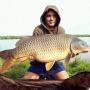 В Самарской области рыбак поймал карпа весом почти 18 килограмм