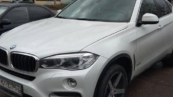 В Башкирии инспектор ДПС задержал водителя без прав на элитном BMW