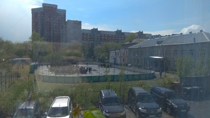 Из школы в центре Новосибирска эвакуировали учеников