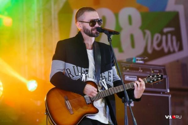 Владимир Кристовский споёт «Прасковью» и «Треснул мир напополам»