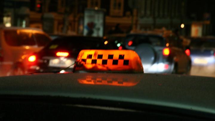 Из-за морозов в Новосибирске выросли цены на поездки в такси