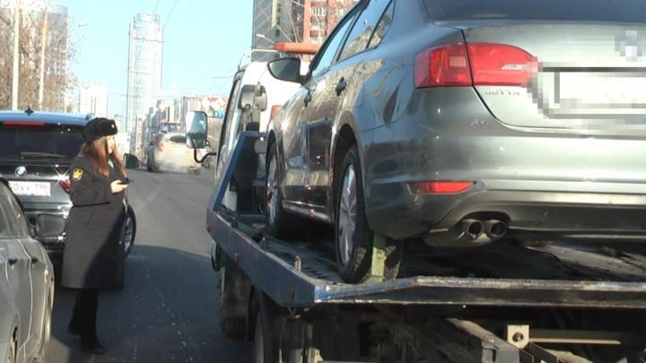 Высадили из Lexus прямо на дороге: приставы поохотились на должников Екатеринбурга