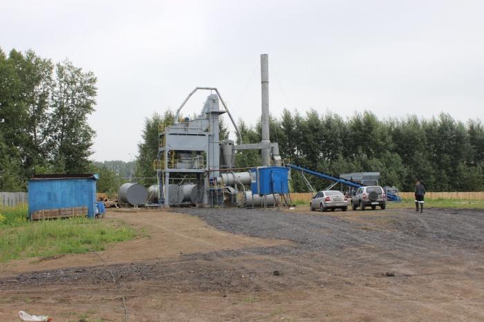 На пустыре возле кузбасской трассы запускают производство бетона и асфальта (фото)