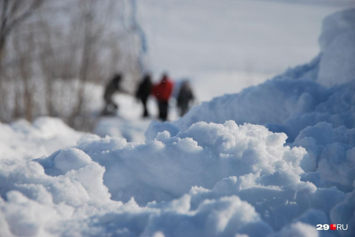 Игра двух детей в снегу закончилась трагедией