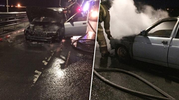 Мчалась по дороге, объятая пламенем: на Тобольском тракте на ходу вспыхнула белая Lada