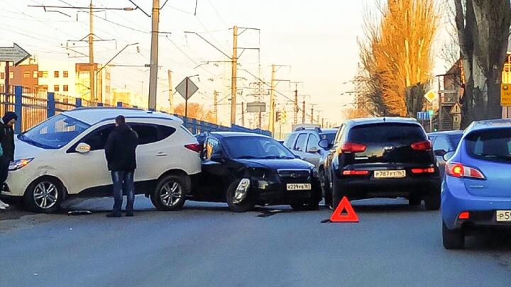 Аварийный день: из-за очередного ДТП на улице Нансена образовалась пробка