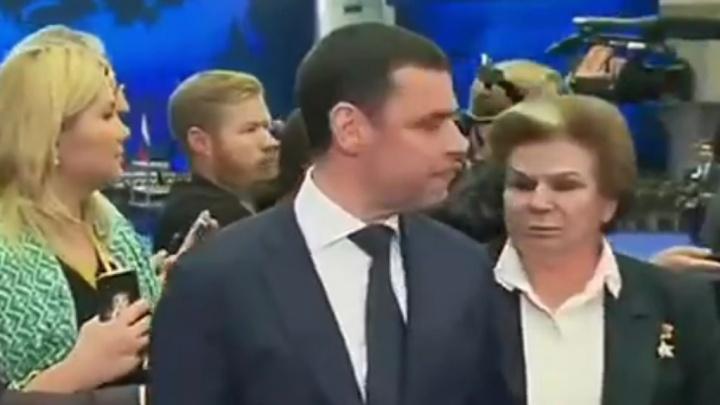 После послания президента толпа журналистов снесла Валентину Терешкову. Видео