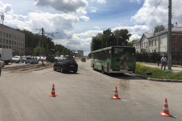В ДТП сошлись автобус № 6 иVolkswagen Tiguan
