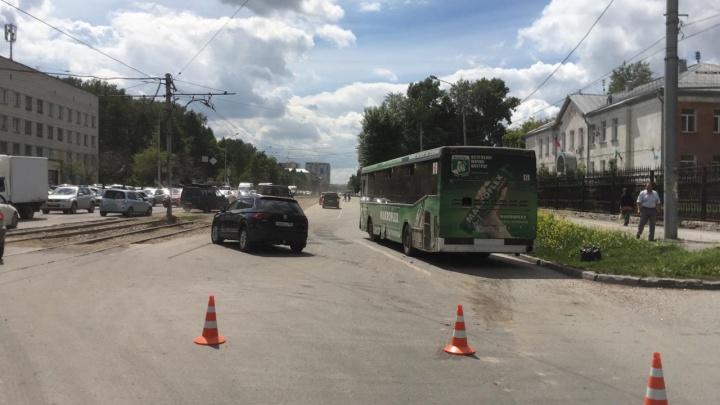 Автобус №6 попал в ДТП на проспекте Дзержинского: есть пострадавшие