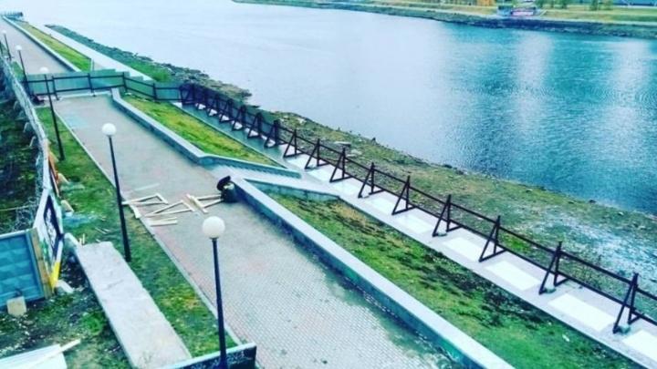 Набережную перед Макаровским мостом перекрыли для строительства очистных сооружений