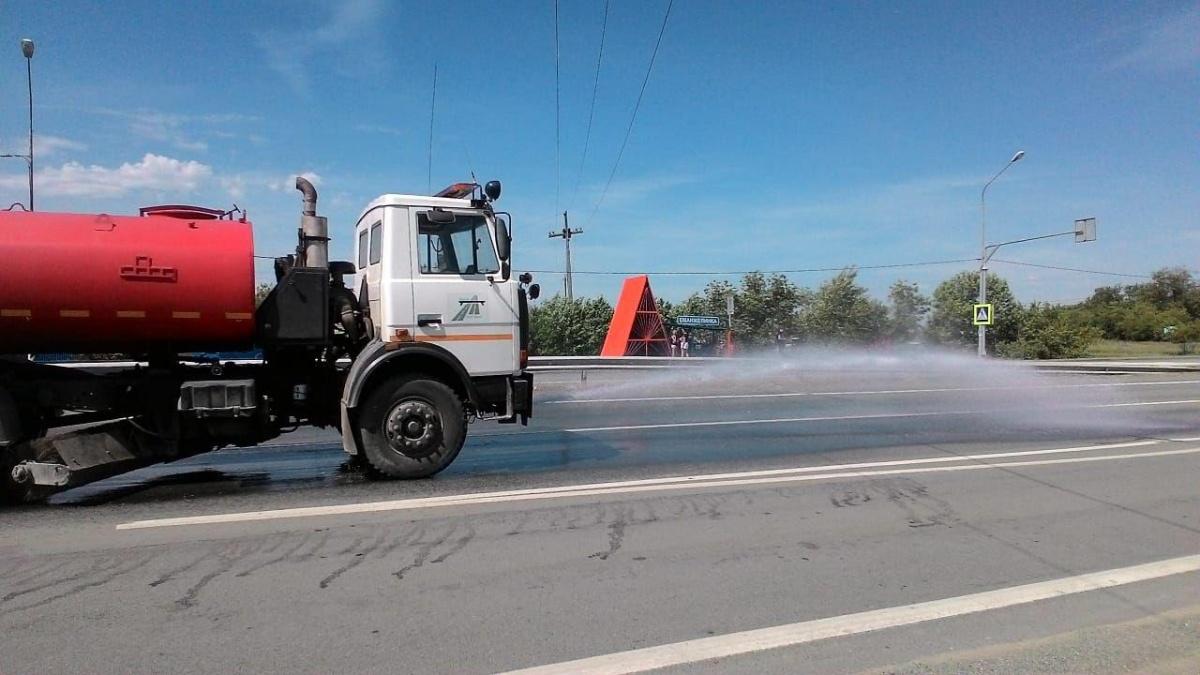 В соседней Челябинской области дороги начали поливать холодной водой