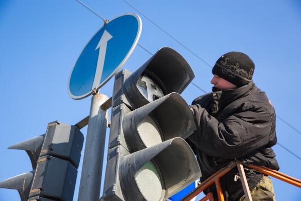 ВСпециализированном монтажно-эксплуатационном учреждении сообщили, что скоро светофоры заработают