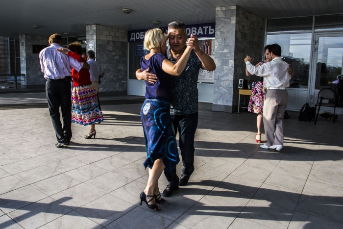 Любители танго устроили танцы под открытым небом