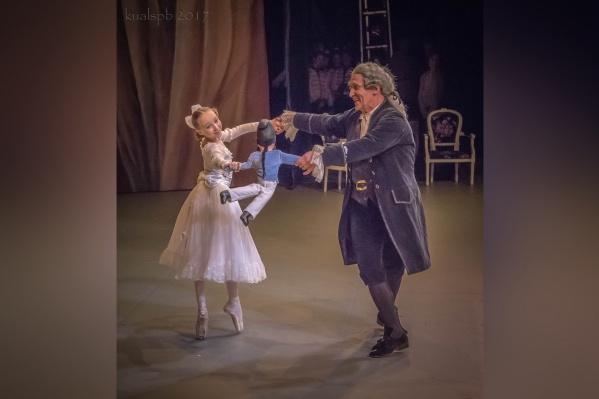 Арина Сташкова исполняет партию Машеньки в «Щелкунчике» на сцене Мариинского театра