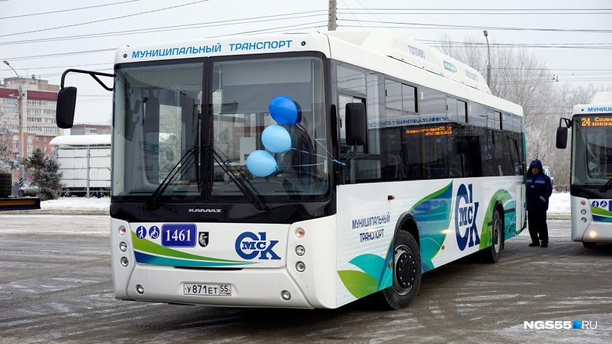 Муниципальные автобусы начнут следить за нарушениями парковки