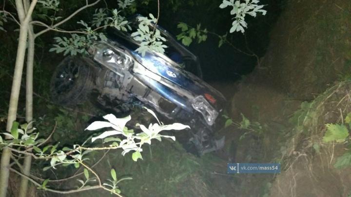 «Лада» упала в овраг недалеко от Бугринского моста: погиб водитель