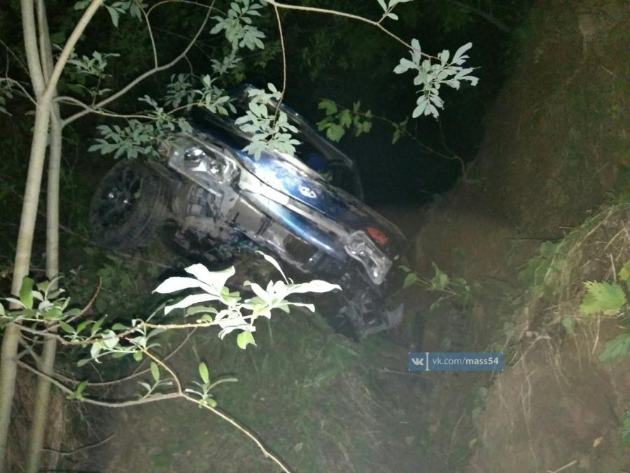 ВНовосибирске вжутком ДТП умер шофёр отечественной легковушки