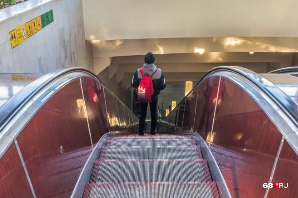 Эскалаторов мало — на каждой станции должны быть ещё и подъёмные устройства для колясочников