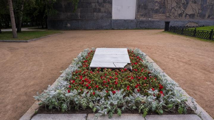 В некрополе около мэрии восстановят надгробие, которое разбили вандалы