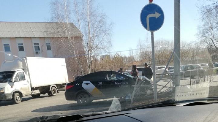 Водитель KIA Sportage устроил массовое ДТП на улице 30 лет Победы