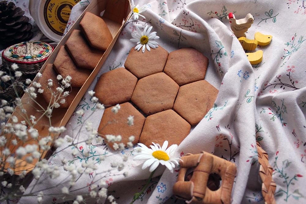 После новогодних праздников Яна собирается отказаться от глазури и делать вот такие экологичные медовые пряники