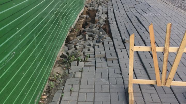 На Большевистской обвалилась часть тротуара