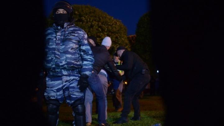На акции в сквере у Драмтеатра задержали уже 11 человек